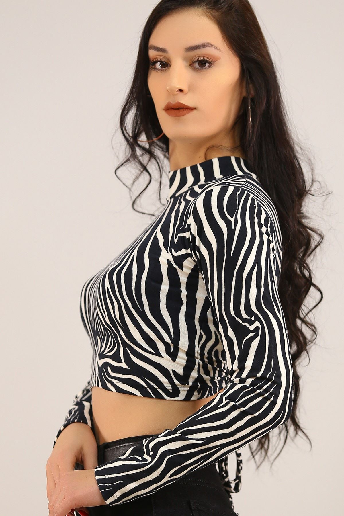 Sırt Dekolteli Kadife Bluz Zebra - 4785.1234.